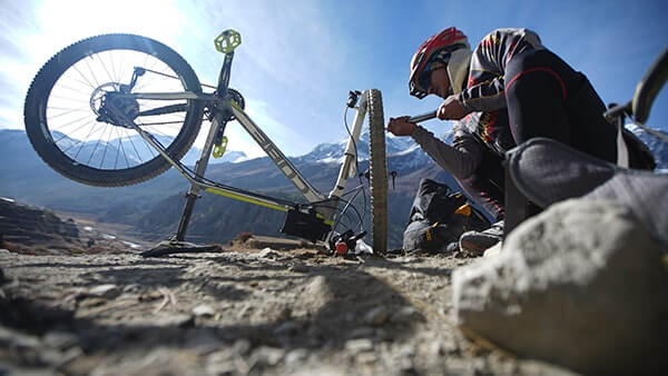 The MTB-Worldwide team are always on hand to fix mechanicla problems